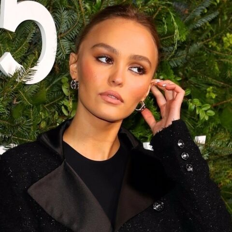 PHOTOS – Lily-Rose Depp glamour dans une jupe courte en tweed à New York