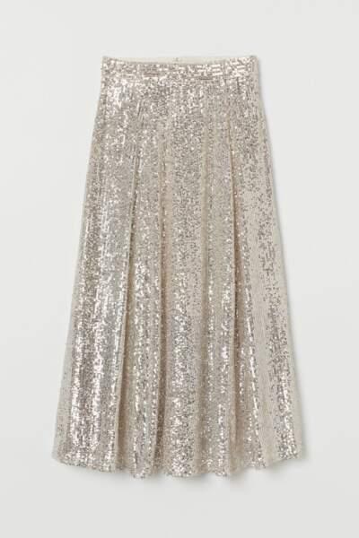 La jupe midi taille haute à paillettes beige, H&M, 39,99€.