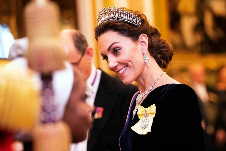 Kate Middleton portait son diadème favori la somptueuse tiare Lover's Knot ayant appartenu à la princesse Lady DI.
