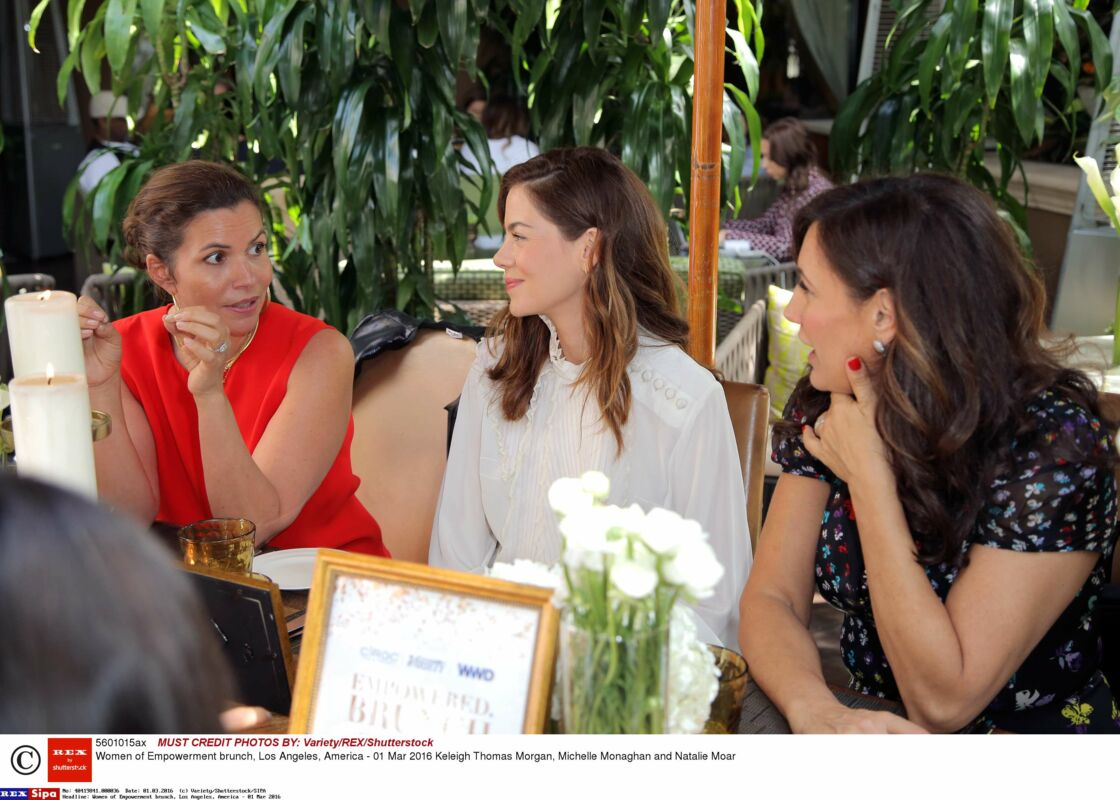 Keleigh Thomas Morgan (en rouge), avec l'actrice Michelle Monaghan et la publicist Natalie Moar, lors d'un déjeuner sur