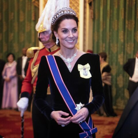 PHOTOS – Kate Middleton majestueuse en robe longue en velours et la tiare de Diana