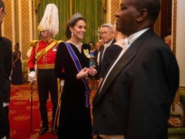PHOTOS - Kate Middleton glamour dans une robe en velours Alexander McQueen