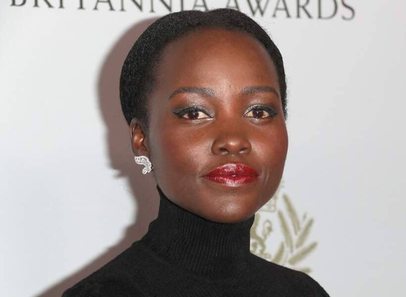 Une belle bouche rouge satinée, parfaite sur peau noire comme Lupita Nyong'o.