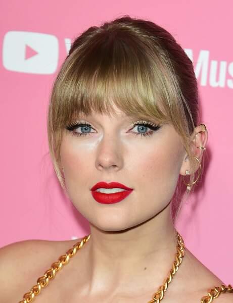 un beau rouge mat, qui fait toujours son petit effet comme Taylor Swift.