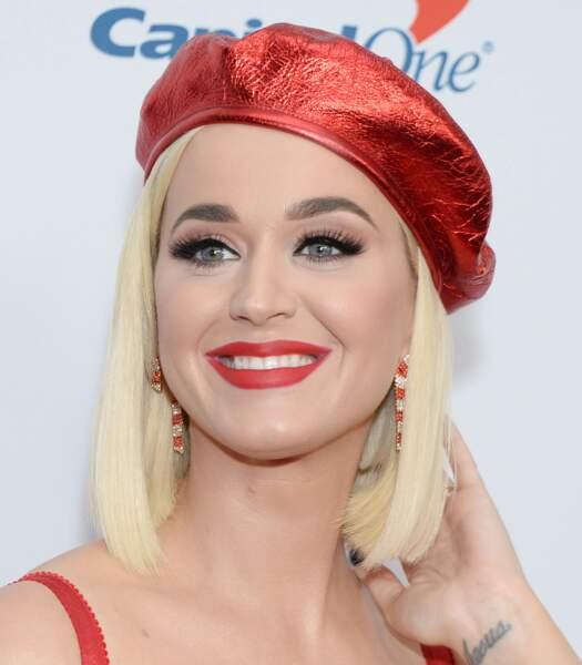 le rouge mat, un must pour les blondes aux yeux bleus comme Katy Perry.