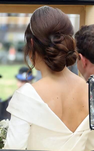 Eugenie d'York a opté pour une robe de mariée décolleté dans le dos. Une manière d'afficher fièrement sa cicatrice.