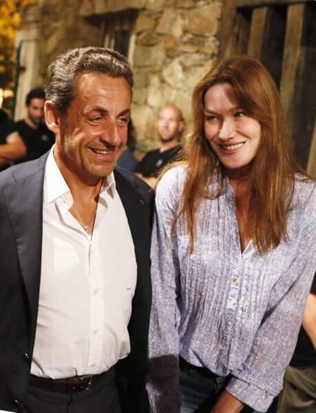 Nicolas Sarkozy et son épouse Carla Bruni profitent d'un moment de détente au festival de Ramatuelle en août 2013 pour applaudir Julien Clerc.