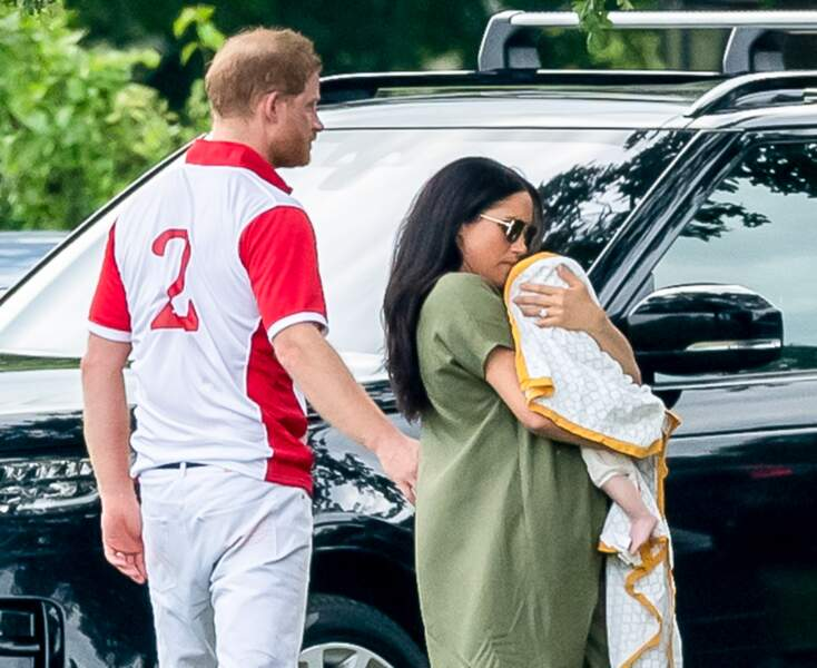 Un nouveau scandale interpellait les Anglais le 10 juillet dernier. Meghan Markle ne portait (selon des internautes) pas assez bien son bébé.