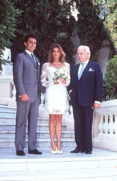 Si elle a revêtue une jolie robe courte pour son mariage avec Daniel Ducruet, la princesse Stéphanie de Monaco a opté pour un look détonnant pour son union avec Adans Lopez Peres.