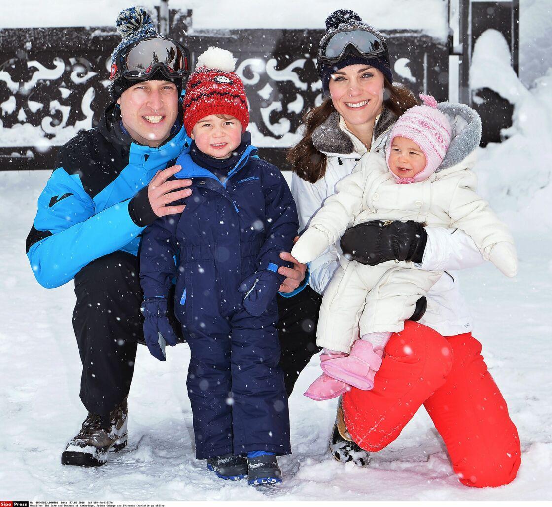 Le prince William, Kate Middleton et leurs enfants, le prince George et la princesse Charlotte, en mars 2016.