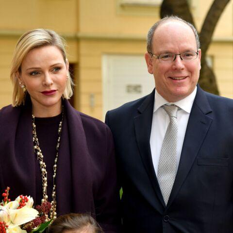 PHOTOS – Charlene de Monaco glamour en total look prune aux côtés d'Albert