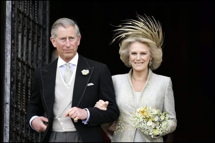Le 9 avril 2005, le prince Charles épousait enfin l'amour de sa vie, Camilla Parker Bowles. Sauf qu'ils ont été contraint de décaler la date de leur union...