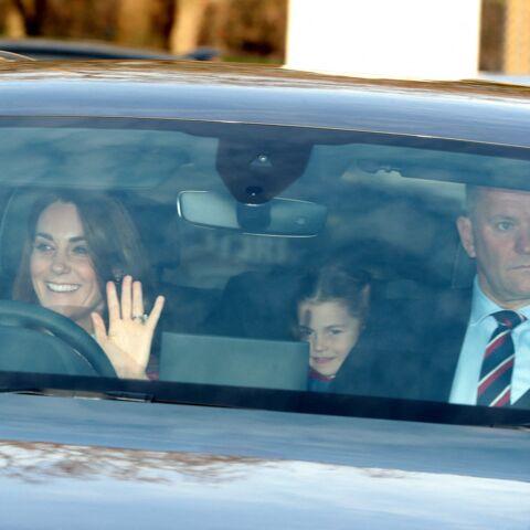 PHOTOS – La princesse Charlotte, espiègle, sait y faire avec les photographes