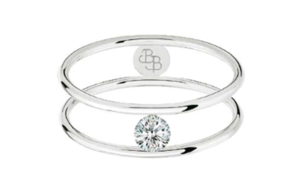 Bague Hula Hoop, diamant taille brillant 0,10 carat, or blanc, 1 090 €, La Brune & La Blonde.