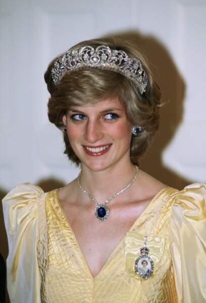 Lady Diana, portant la tiare de la famille Spencer, et une parure en diamant et saphir lors d'un voyage en Australie en 1983.