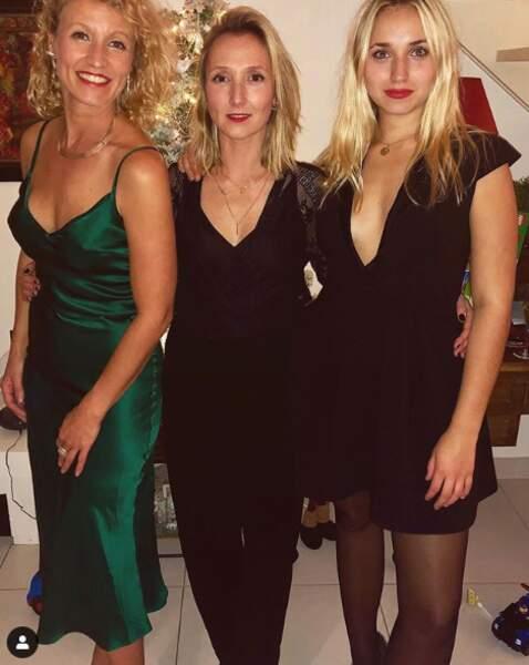 Alexandra Lamy était aux côtés de sa sœur, Audrey Lamy et de sa fille, Chloé Jouannet. Les 3 jolies blondes étaient sur leur 31 pour les fêtes de Noël en famille.