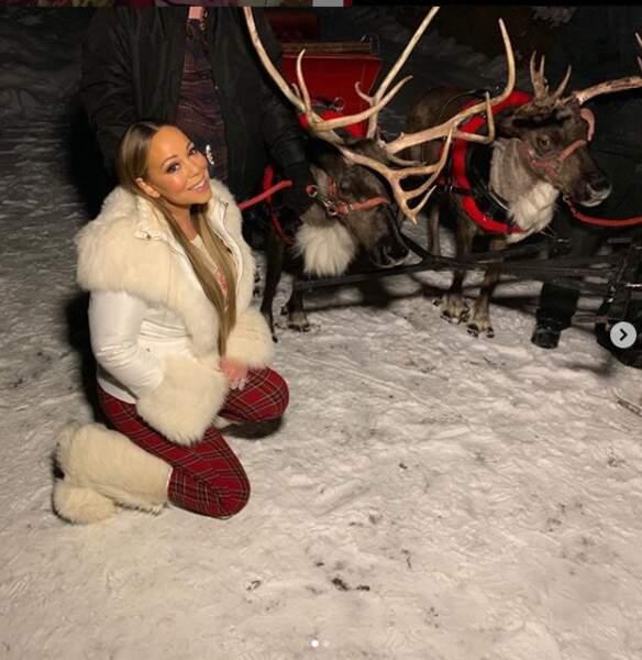 Le 25 décembre, Mariah Carey, les genoux dans la neige, posait près des rennes du Père Noël pour un moment magique.