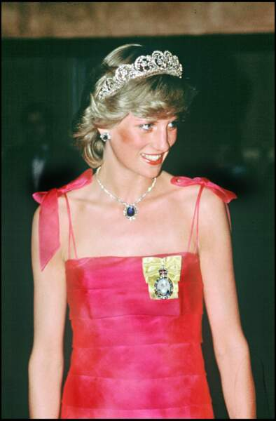 La princesse Diana avec sa tiare appartement à la famille Spencer, portée lors de son mariage et ici lors d'une réception en Australie en 1983.