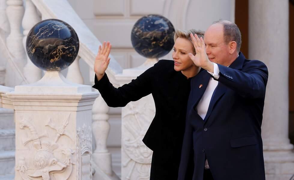 La princesse Charlene et le prince Albert II de Monaco très proches, lors de la réception du couple présidentiel chinois, le 24 mars 2019.