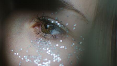 maquillage_de_fete_comment_utiliser_les_fards_argentes