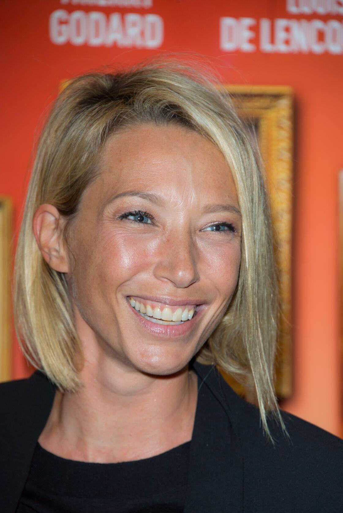 Laura Smet a sacrifié ses cheveux longs pour un carré court très tendance.