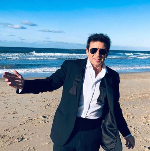 Pour Patrick Bruel, rien de mieux que la plage de Biarrtiz en janvier 2019 pour prendre l'air et s'oxygéner après les fêtes !