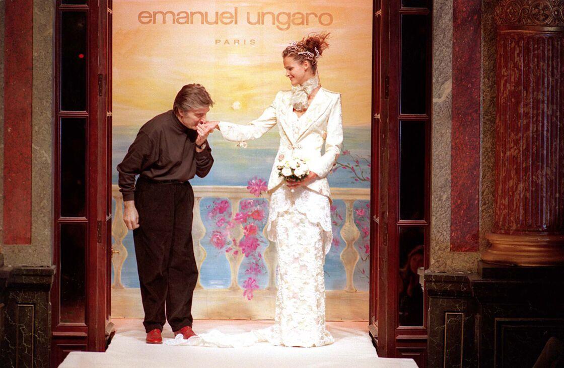 Défilé haute couture printemps-été 1998, à Paris le 17 janvier 1998.