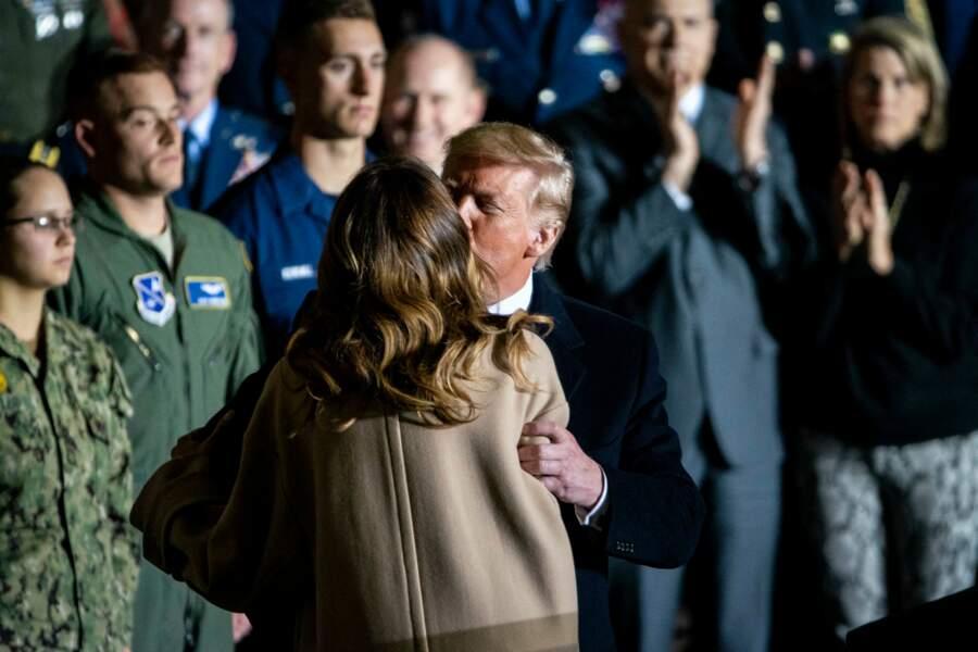 Le baiser de Melania et Donald Trump, le 20 décembre 2019 sur une base aérienne dans le Maryland