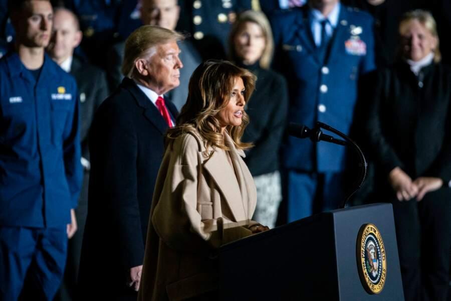 Melania et Donald Trump face aux militaires dans le Maryland, le 20 décembre 2019