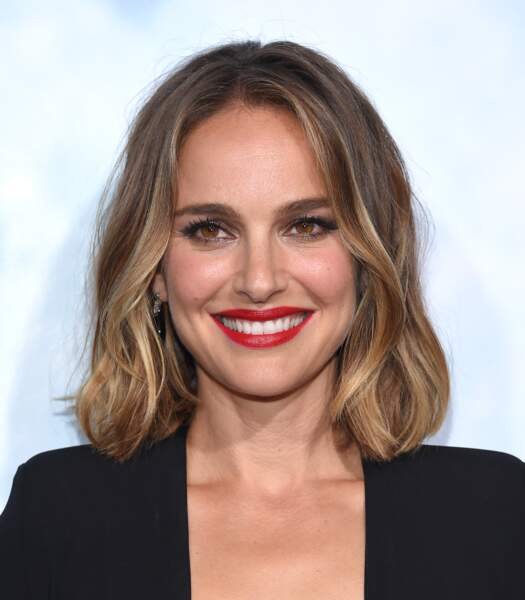 Le carré simple ondulé de Natalie Portman