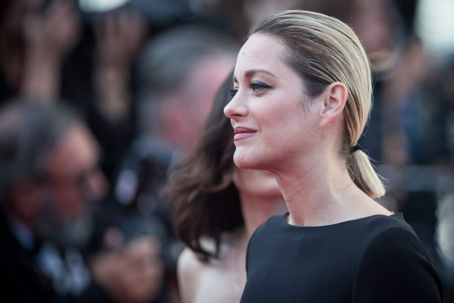 La queue-de-cheval basse comme Marion Cotillard