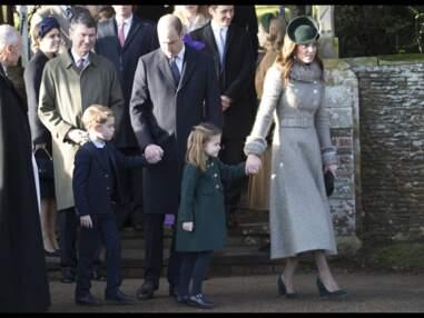 PHOTOS - La princesse Charlotte, très à l'aise, va à la rencontre des fans pour Noël