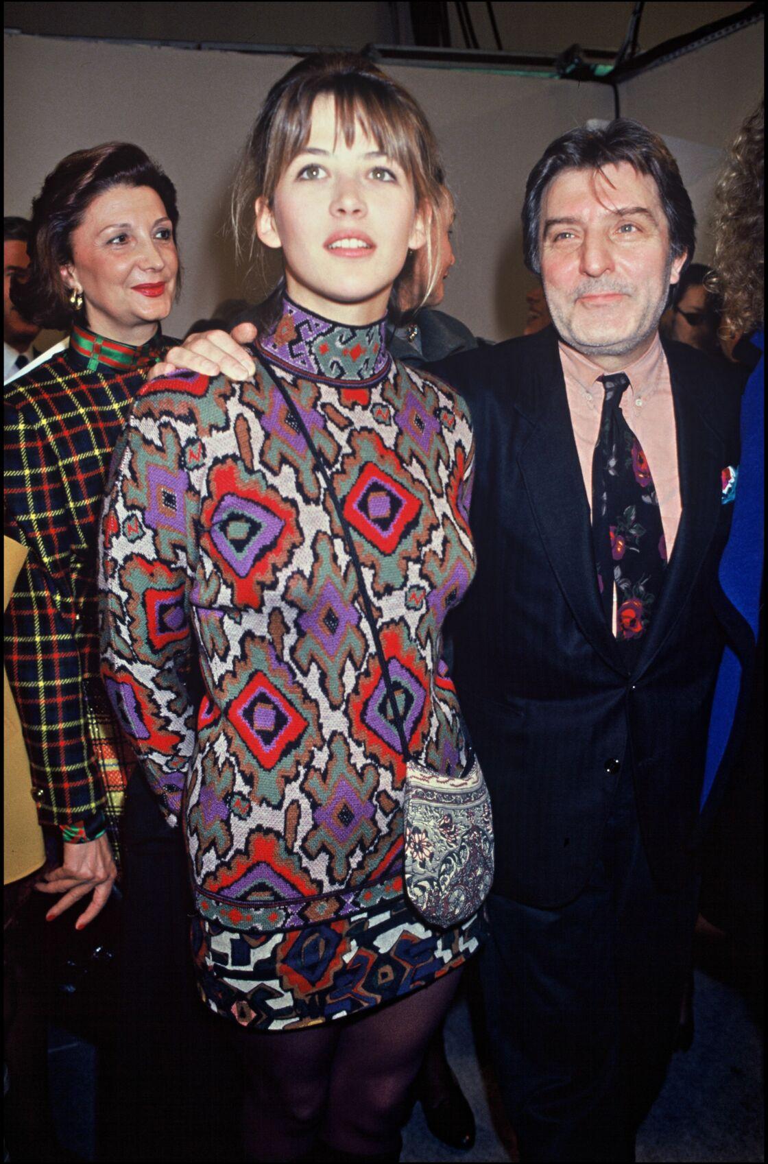 Sophie Marceau et Emanuel Ungaro lors d'un défilé de mode, à Paris, en 1991