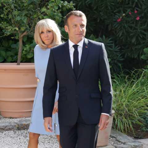 Emmanuel Macron studieux en vacances, l'Élysée précise qu'il a tout ce qu'il faut pour travailler!