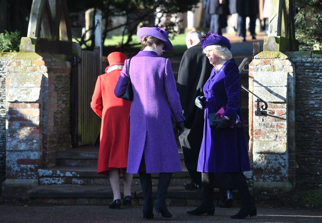 Camilla Parker Bowles et la princesse Anne devant l'église Sainte Marie Madeleine mercredi 25 décembre 2019