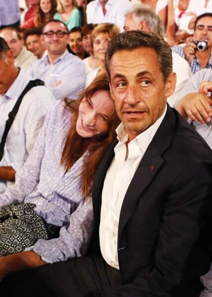 Depuis leur rencontre et leur mariage en février 2008, Carla Bruni et Nicolas Sarkozy filent le parfait amour. Parents d'une petite Giulia, les amoureux se sont rencontrés alors que Nicolas Sarkozy était président de la République. Ils ont vécu à l'Elysée, puis loin des ors de la République, entre concerts et meetings, le couple semble avoir vécu mille vies mais n'a assurément rien perdu de sa complicité.