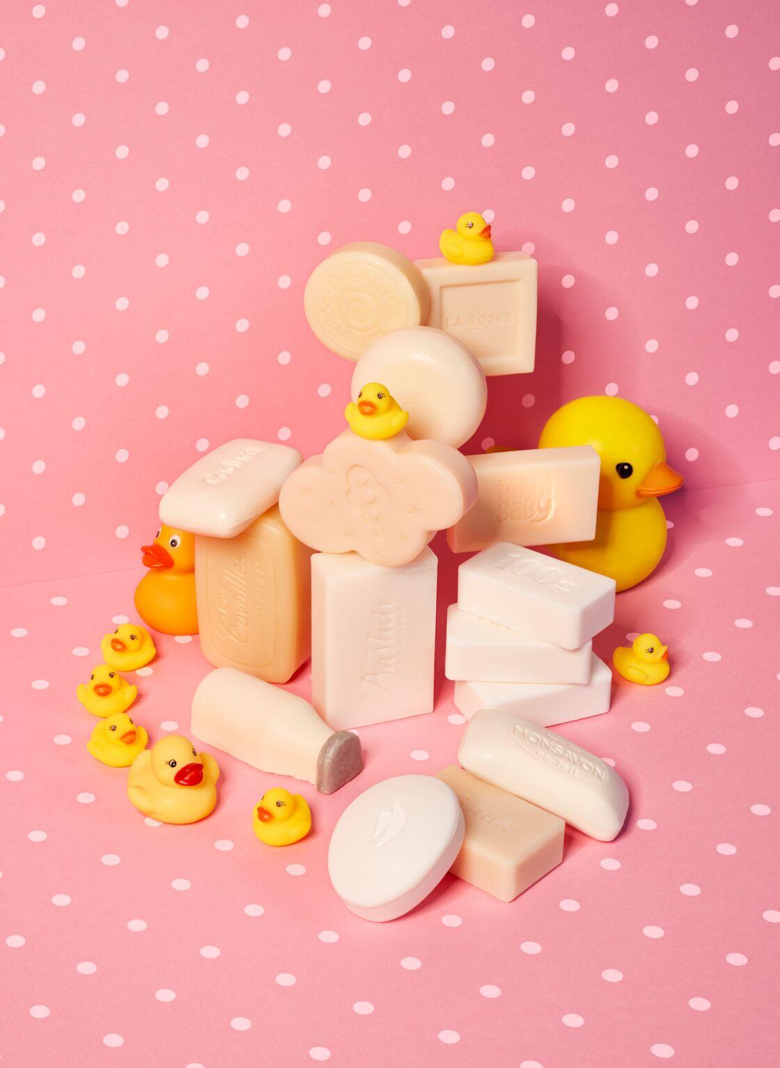Beauty Cream Bar, Dove ; Pain Moussant Milky Bath, Lush ; Savon Surgras, Rogé Cavaillès ; Savon Doux Surgras, Cadum ; Savon Parfumé Jean-Marie Farina, Roger & Gallet ; Savon Extra-Doux Bergamote Sauvage, Collines de Provence ; Savon Extra Doux Récolte de Miel, L'Occitane ; Savon de Provence Artisanal Rose Olivier, Bastide ; Savon Surgras Unique Très-Doux, Gaiia  ; savon Au Lait, Monsavon ; Savon Extra Doux Fleur d'Oranger, Le Petit Marseillais ; Sapone Bio, Linea MammaBaby ; Savon Surgras Ultra Doux & Naturel, La Rosée.