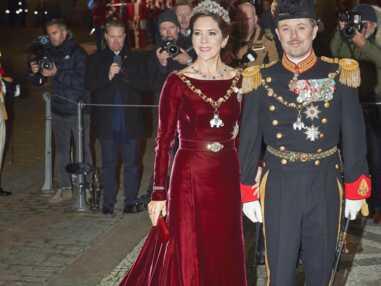 PHOTOS - Mary du Danemark porte sa robe longue en velours pour la 4ème fois.