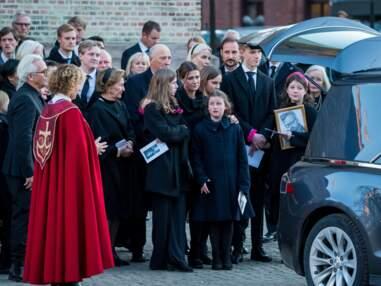 PHOTOS - Obsèques d'Ari Behn : la vive émotion de Märtha Louise de Norvège et de ses filles