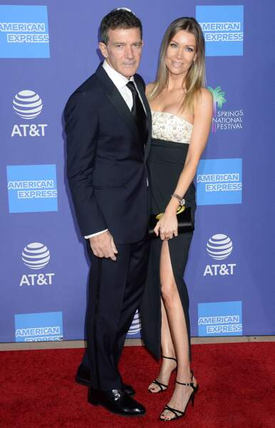 Antonio Banderas et sa compagne Nicole Kimpel, glamour en robe fendue.