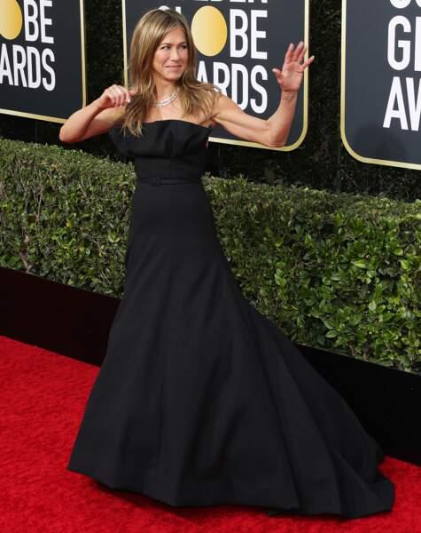 Jennifer Aniston sublime dans une robe longue noire Dior Haute Couture.