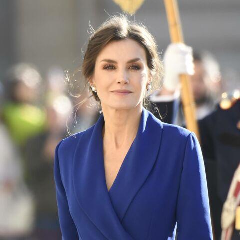 PHOTOS – Letizia d'Espagne magnifique dans une robe fendue:  elle craque pour la couleur Pantone 2020