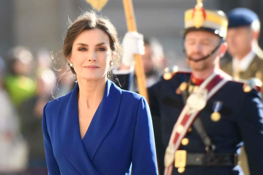 Letizia d'Espagne magnifique avec cette robe bleue, la couleur Pantone de 2020.