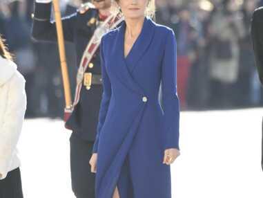 PHOTOS - Letizia d'Espagne dévoile ses jambes dans une sublime robe bleue fendue