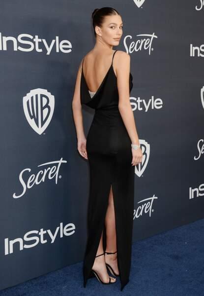 Camila Morrone, la compagne de Leonardo Di Caprio, a misé sur l'élégance d'une robe noire fendue.