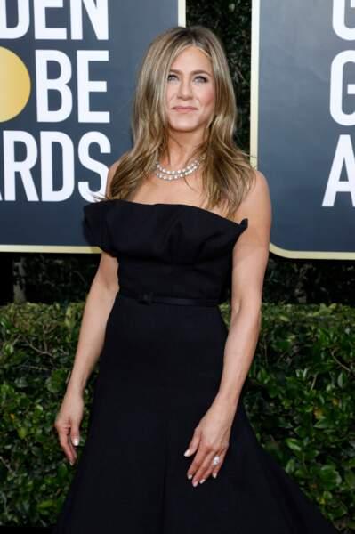 """Jennifer Aniston, l'une des stars les plus attendues et observées de la soirée des Golden Globes, a choisi de porter """" une petite robe noire""""."""