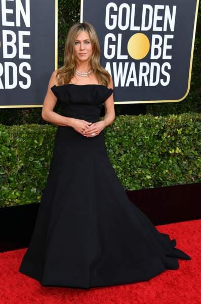 Jennifer Aniston a fait sensation dans cette robe Haute-Couture Dior,par la forme de son bustier et la longueur de sa traine.
