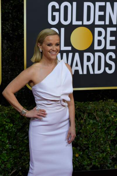 Reese Witherspoon, canon en robe one-shoulder immaculée.