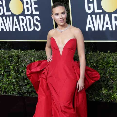 PHOTOS – Scarlett Johansson, radieuse en robe sexy, plus amoureuse que jamais de son fiancé Cloin Jost