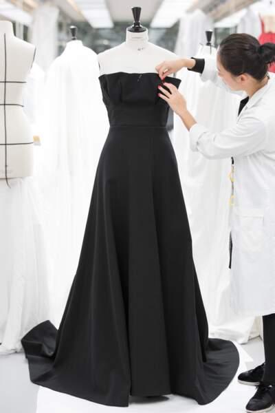 Pour la robe de Jennifer Aniston, Maria Grazia Chiuri s'est inspirée d'une archive de Monsieur Dior.